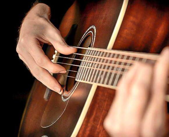 Brasileiro Violão: Abordagem de canções populares para iniciantes